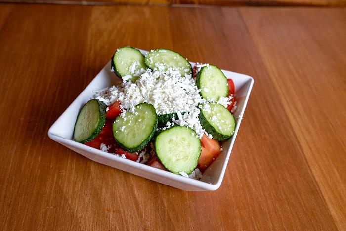 salata de rosii cu castraveti